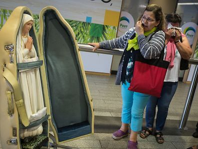 A chegada da réplica da imagem de N.S. de Fátima ao aeroporto do Luxemburgo.