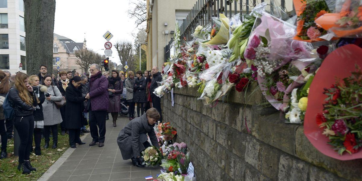 Lundi déjà, une poignante «minute de silence»avait été organisée devant ambassade de France à Luxembourg.