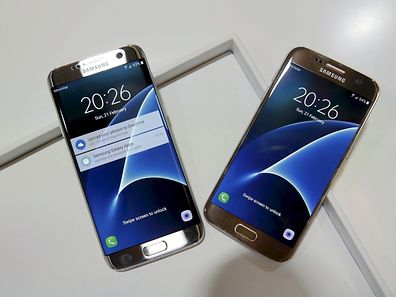 Samsung S7 (R) and S7 edge smartphones