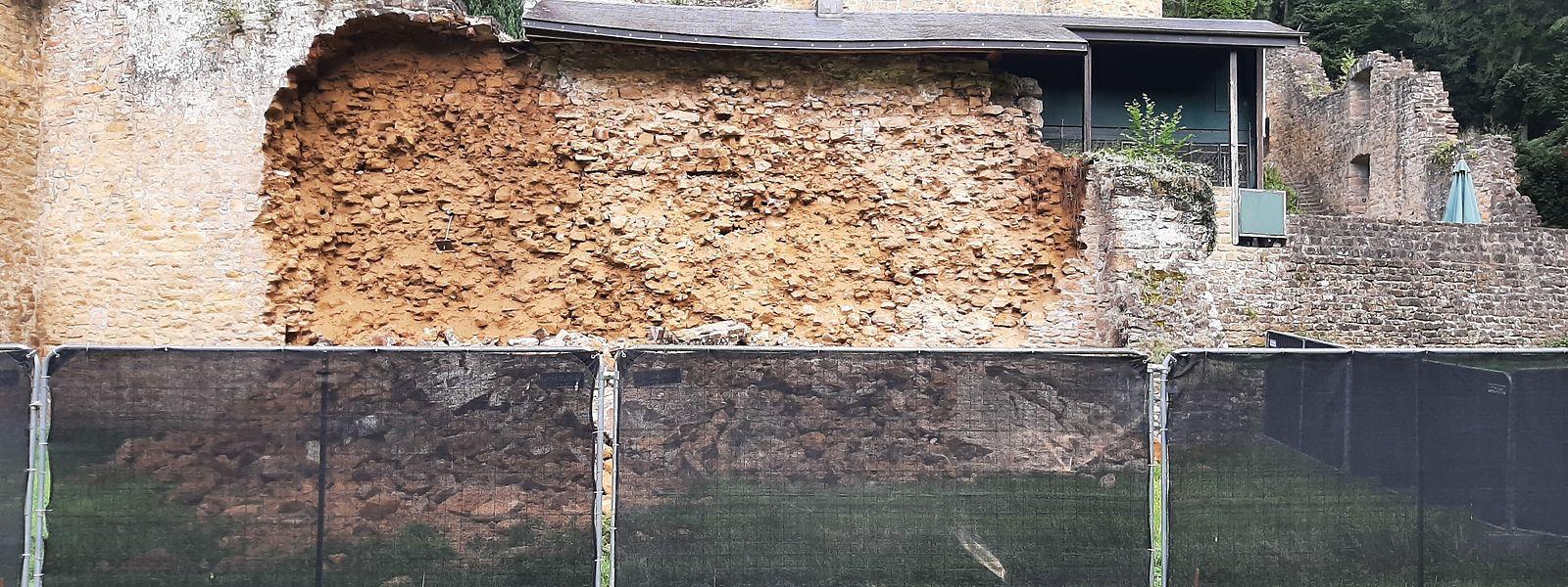 Ein Teil der Außenmauer der Beforter Burg ist am Freitagnachmittag eingestürzt.