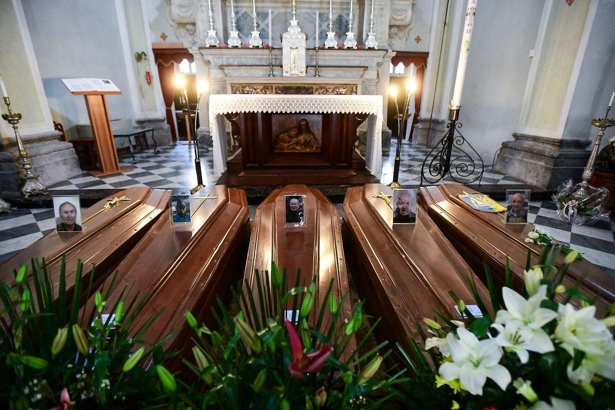 En Italie, près de Bergame, l'épidémie s'est subitement emballée au point qu'en fin de semaine dernière les cercueils se multipliaient dans l'attente d'un dernier hommage. La situation au Luxembourg est encore loin de cette extrémité.