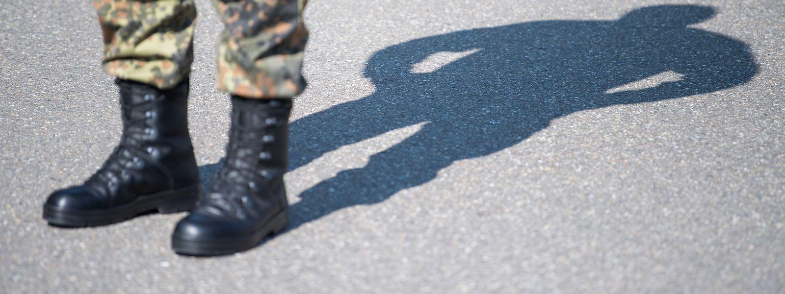 """Der Militärische Abschirmdienst (MAD) hat nach einem """"Spiegel""""-Bericht seit Mai 50 neue Verdachtsfälle möglicher Rechtsextremisten in der Bundeswehr verzeichnet."""