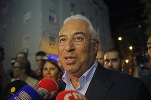Lisbon mayor Antonio Costa talks to journalists as he arrives at his campaign headquarters in Lisbon September 28, 2014.  Portuguese Socialist Party (PS) Secretary-General Antonio Jose Seguro resigned today after losing to Costa during the party's prime ministerial primary. Costa will represent PS as the party's Prime Minister candidate in Portugal's 2015 general election. REUTERS/Hugo Correia (PORTUGAL - Tags: POLITICS ELECTIONS)