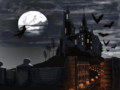 Niché dans une vallée brumeuse des Carpates, au coeur de la Roumanie, le château de Bran fascine plus que jamais avec ses tours pointues, ses chandeliers et ses craquements lugubres.