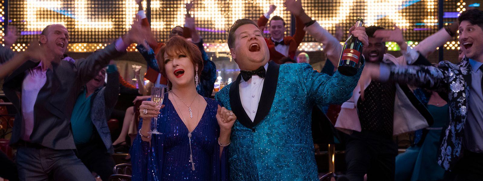 """Singen sich im kunterbunten Musical-Film """"The Prom"""" die Seele aus dem Leib: Broadway-Darsteller Dee Dee Allen (Meryl Streep, l.) und Barry Glickman (James Corden)."""