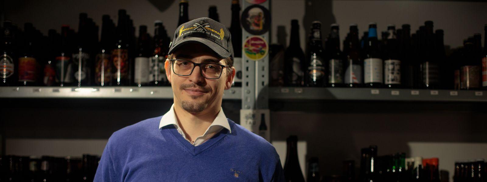 Sebastian Symolka hat etwa 200 Biersorten angesammelt.