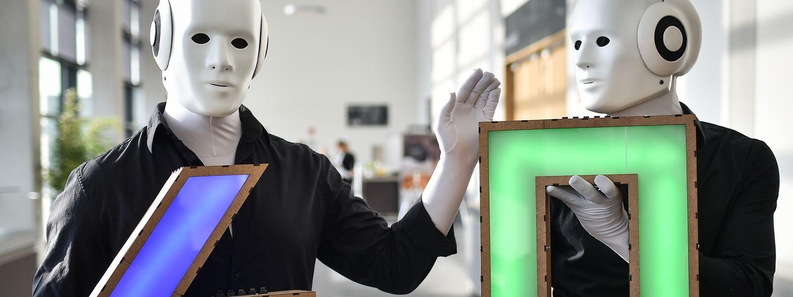 Les travailleurs et les robots sont amenés à collaborer plus étroitement ensemble.
