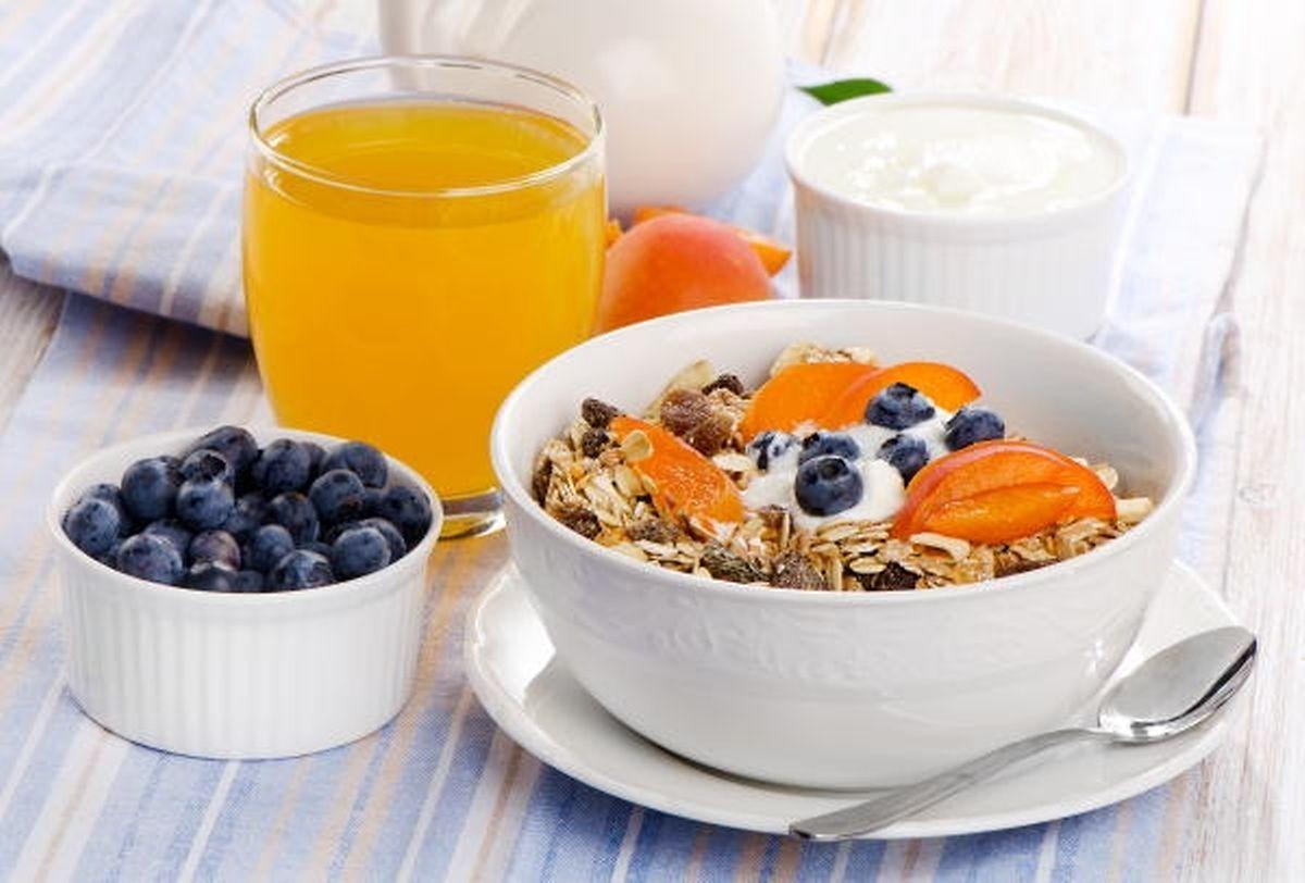 Ein kerniges Müsli mit Früchten wie Aprikose und Blaubeeren ist wieder angesagt.