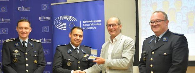 Im Oktober 2017 war Davide Sousa (2.v.l.) mit dem Europäischen Bürgerpreis ausgezeichnet worden. Der grüne Europaabgeordnete Claude Turmes (2.v.r.) hatte ihn dafür vorgeschlagen