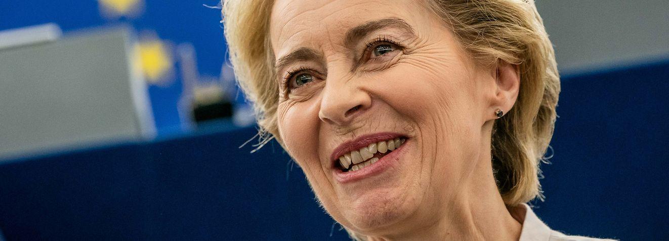 dpatopbilder - 16.07.2019, Frankreich, Straßburg: Ursula von der Leyen steht nach ihrer Bewerbungsrede vor den Abgeordneten des Europaparlaments im Plenarsaal. Von der Leyen bewirbt sich als neue EU-Kommissionspräsidentin. Die Staats- und Regierungschefs der EU hatten die CDU-Politikerin als Nachfolgerin von EU-Kommissionspräsident Juncker vorgeschlagen. Foto: Michael Kappeler/dpa +++ dpa-Bildfunk +++