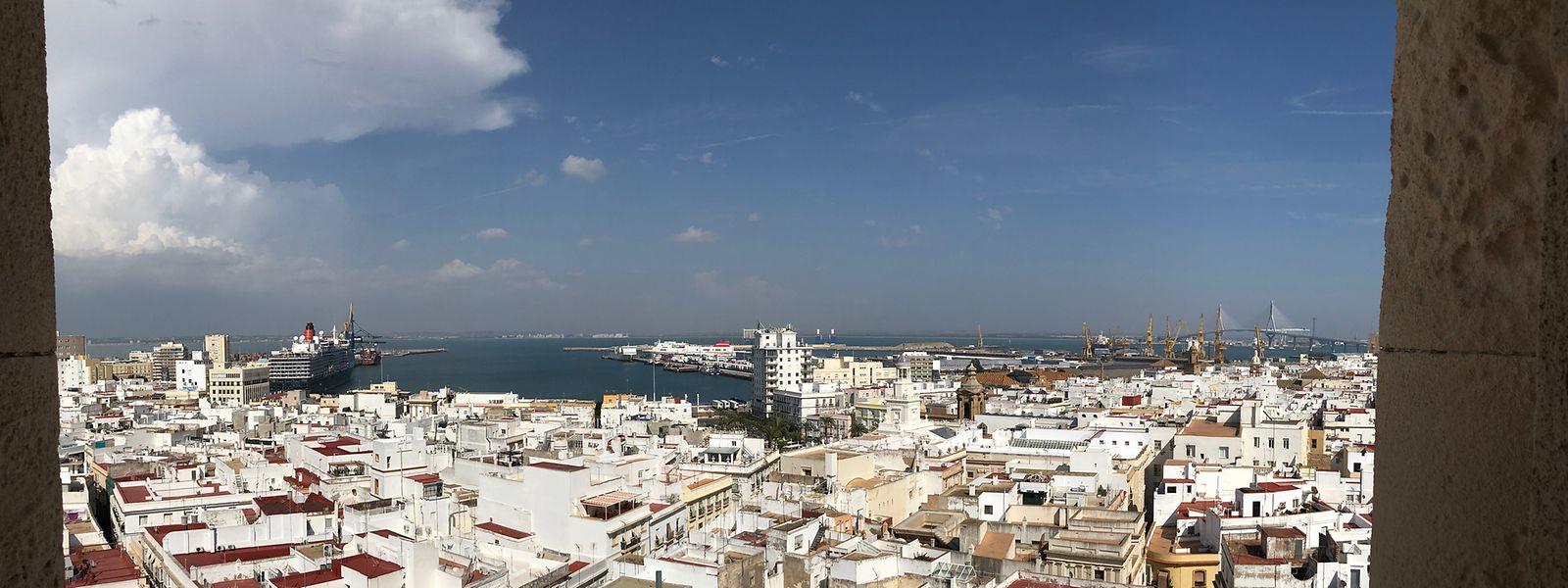 Zahlreiche Aussichtstürmchen zieren heute noch die Dächer Cádiz': Früher hielten Händler dort Ausschau nach der Rükkehr ihrer Schiffe.