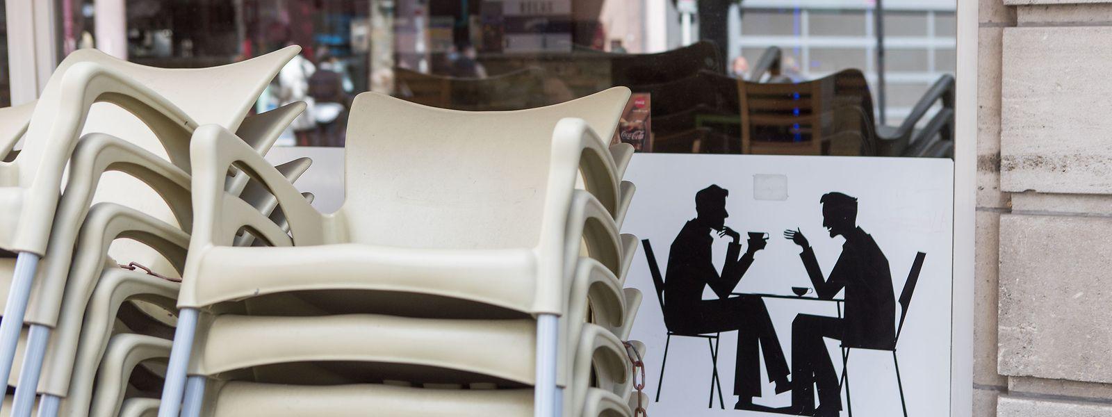 Bars et restaurants resteront fermés jusqu'au 15 janvier, et les commerces non essentiels jusqu'au 10.