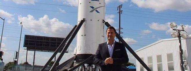 Der Premier vor einer SpaceX-Rakete.
