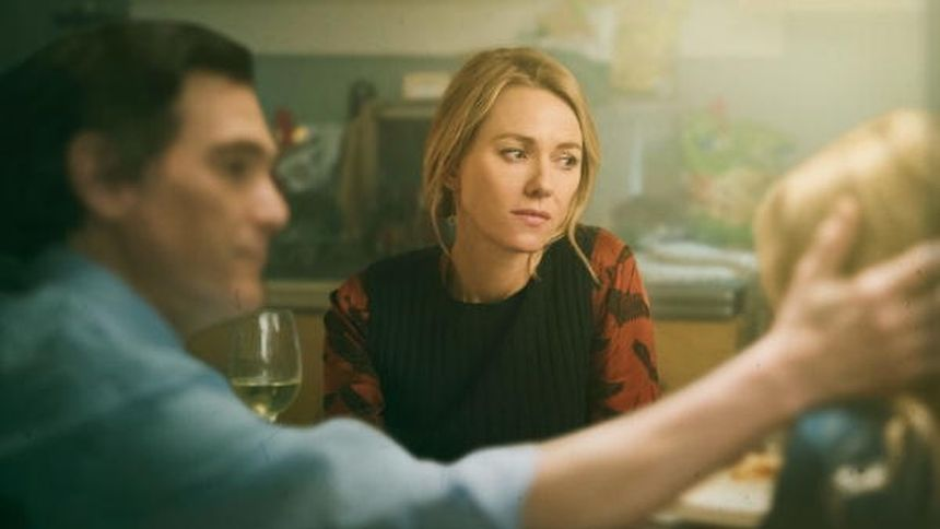 Die Psychologin Jean Holloway (Naomie Watts) bricht aus dem sorgenfreien Berufs- und Familienleben aus, hinein in die anstrengend-verführerischen Konfliktwelten ihrer Patienten.