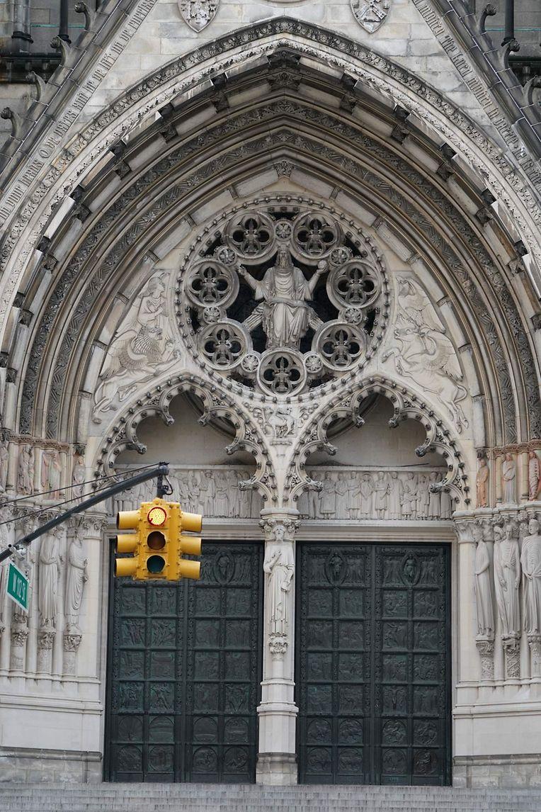 New York: Die Kathedrale St. John the Divine wird in der Corona-Pandemie zum Behelfs-Krankenhaus. In dem knapp 200 Meter langen Kirchenschiff sollen Zelte für bis zu 200 Patienten aufgebaut werden, berichteten Lokalmedien am 07.04.2020 unter Berufung auf Dekan C. Daniel.