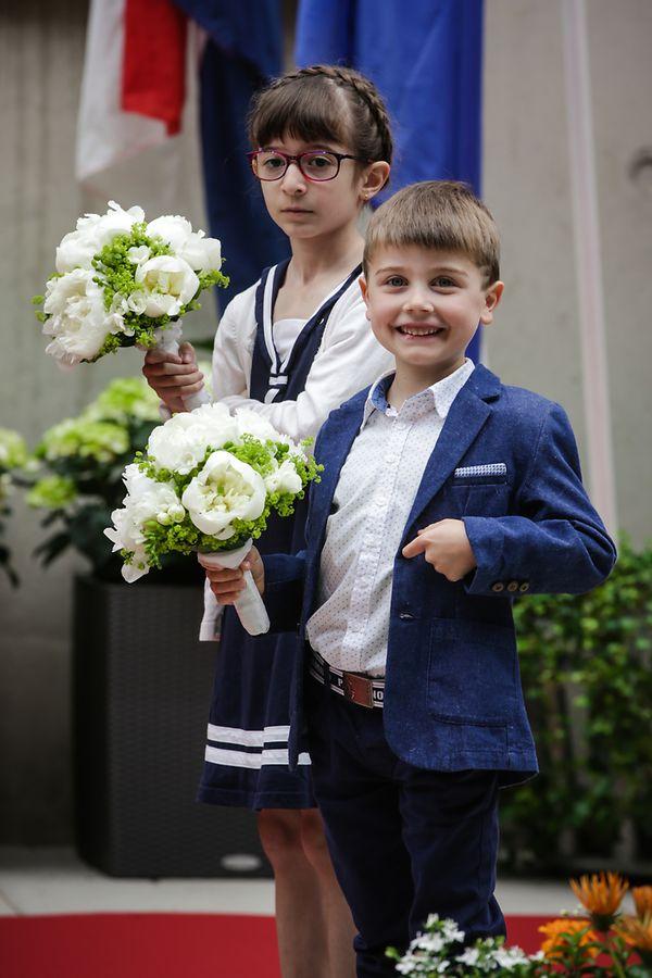 Sie durften Königin Máxima und Großherzogin Maria Teresa einen Blumenstrauß überreichen.