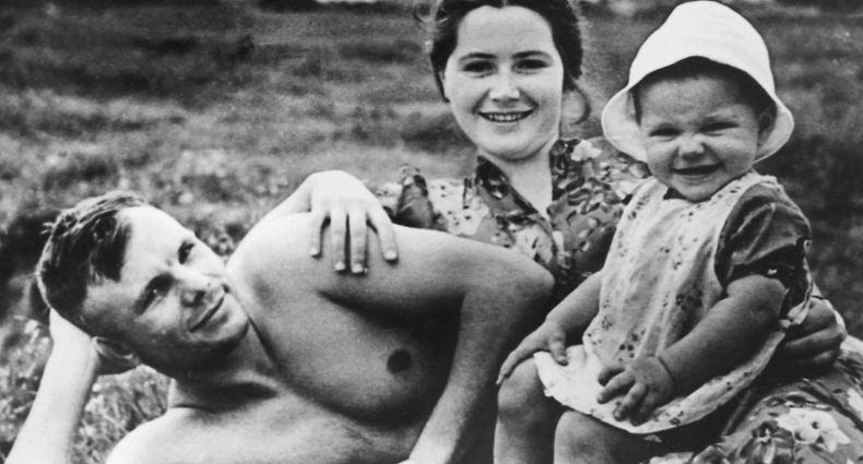 (FILES) In this file photo Soviet cosmonaut Major Yuri Gagarin, first cosmonaut in history, poses on the beach of Glasma with his wife Valentina and daughter Jelena in June 1960. - Sixty years ago Monday Soviet cosmonaut Yuri Gagarin became the first person in space, securing victory for Moscow in its race with Washington and marking a new chapter in the history of space exploration. (Photo by - / AFP)