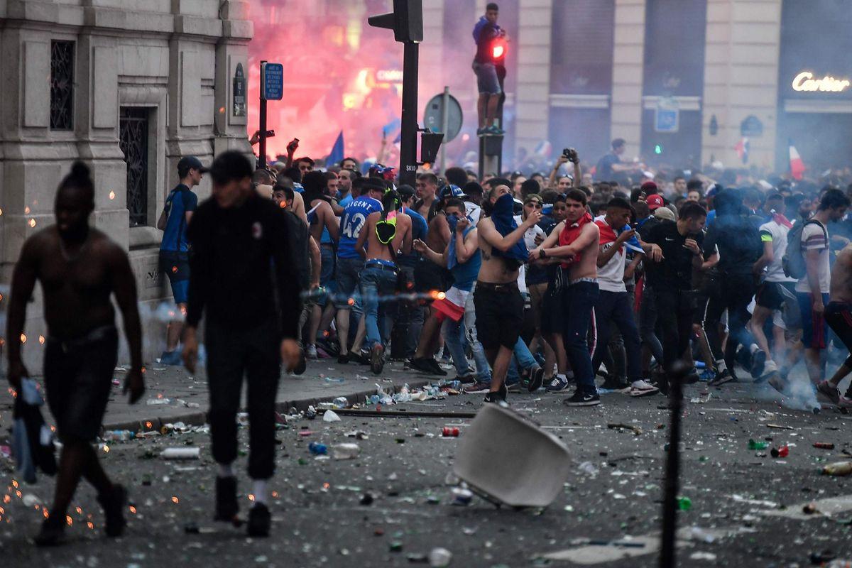 Le Drugstore Publicis, sur les Champs-Elysées, a été pillé.