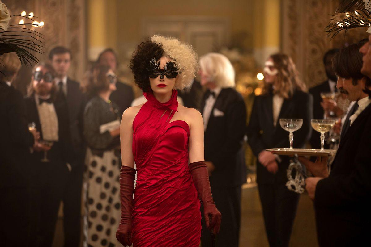 Cruelle (Emma Stone) est aussi imprévisible que son personnage.