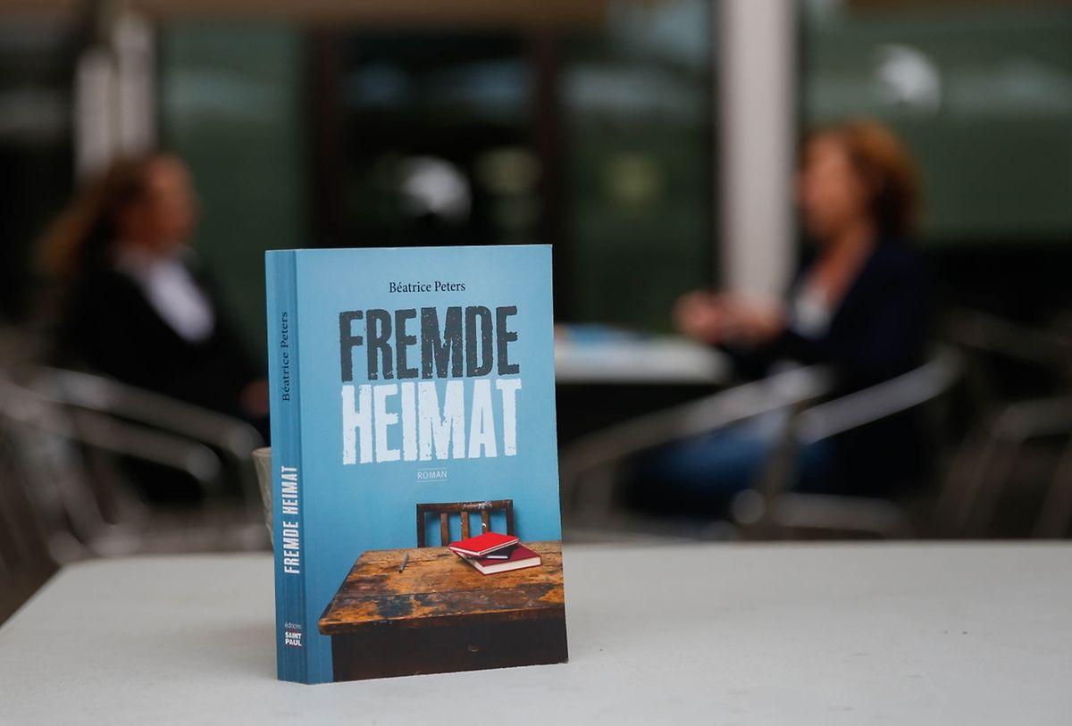 O livro, publicado em alemão nas edições Saint-Paul, marca a entrada na ficção luxemburguesa de um tema caro aos portugueses: as dificuldades no sistema de ensino do Luxemburgo.