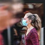 Franceses vão poder sair à rua sem máscara a partir de quinta-feira