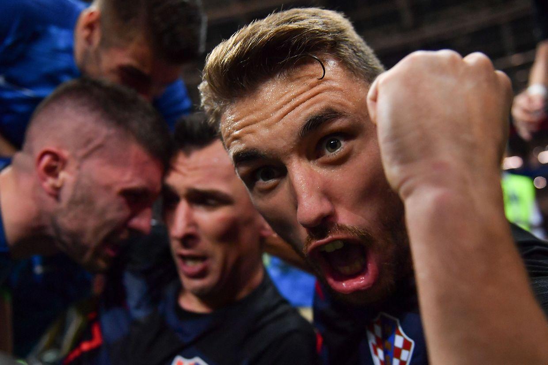 Kroatiens Josip Pivaric freut sich über das Tor zum 2:1 im Halbfinale gegen England.