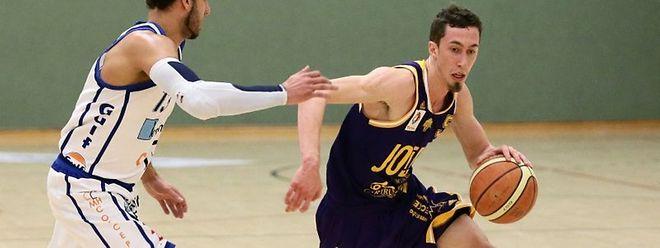 Bob Melcher (r.) und Amicale ließen sich auch nicht von Basket Esch und Patrick Arbaut ärgern.