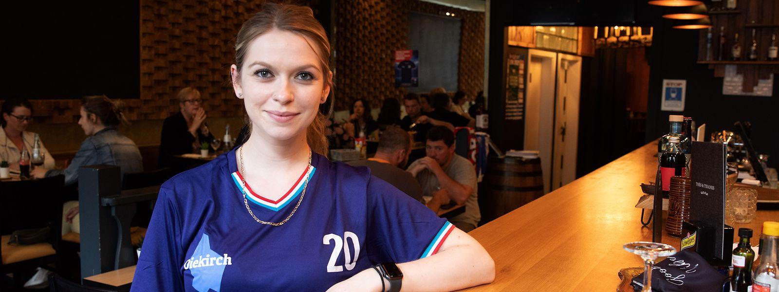 Laura Caudal begrüßt zwar wieder mehr Gäste in der Fußballkneipe Le Seppl, aber die wahren Gewinner der EM sind die Supermärkte.