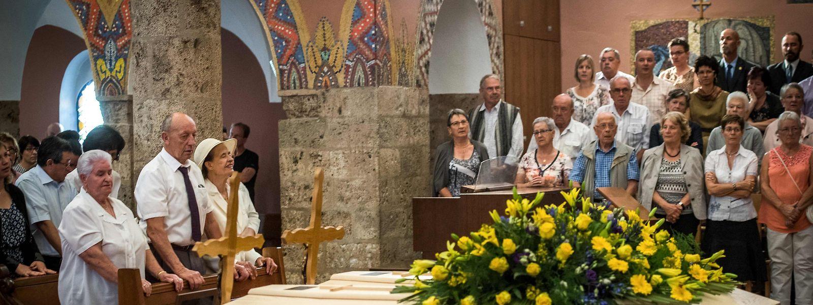 Späte letzte Ruhe: Im Beisein zweier ihrer Töchter wurden die Eheleute Dumoulin beigesetzt.