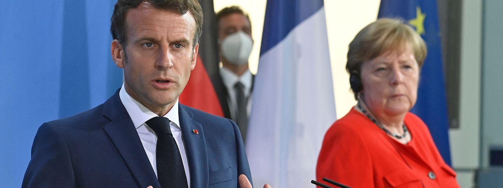 Frankreichs Präsident Emmanuel Macron blickt mit Spannung auf die Frage, wer auf Bundeskanzlerin Angela Merkel folgen wird.