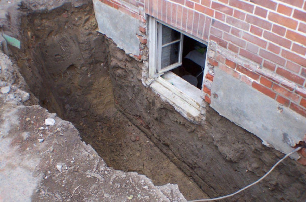 Ein Problem vieler alter Häuser: Das Mauerwerk im Keller ist feucht.