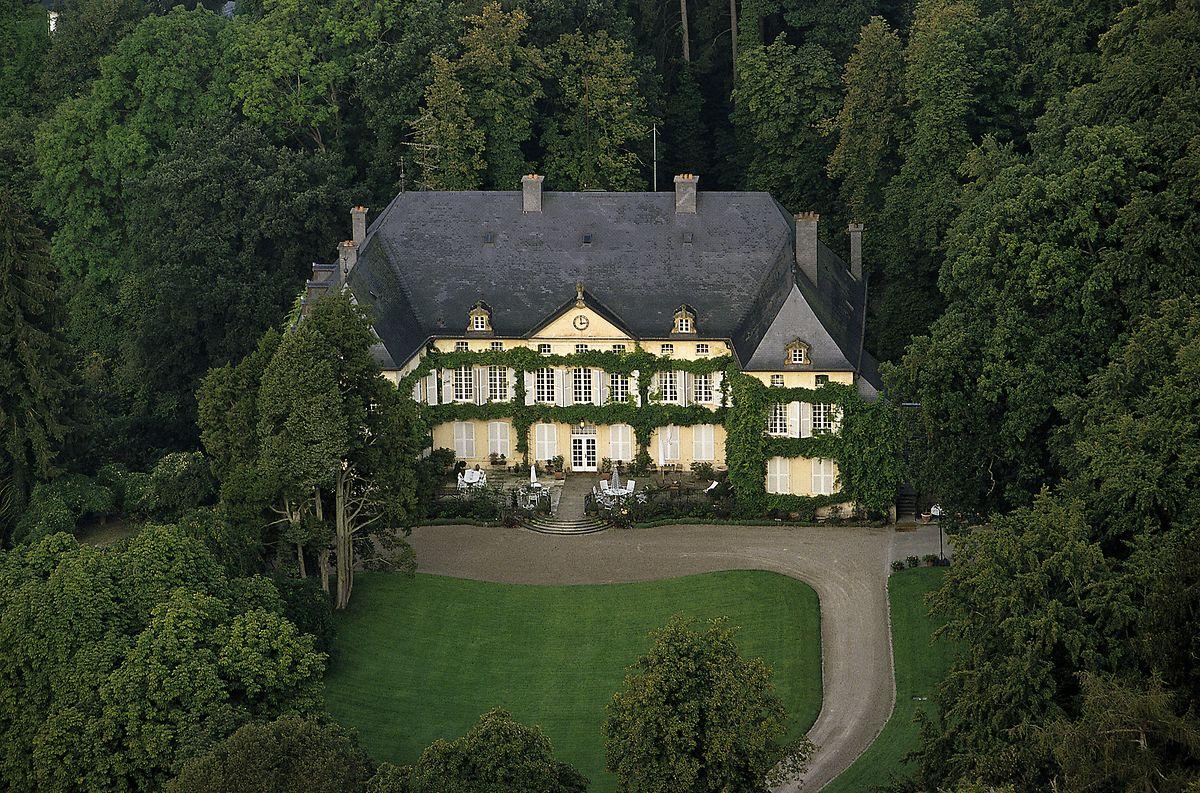 In Schloss Fischbach wuchs Erbgroßherzog Guillaume zusammen mit seinen Geschwistern Prinz Félix, Prinz Louis, Prinzessin Alexandra und Prinz Sébastien auf.