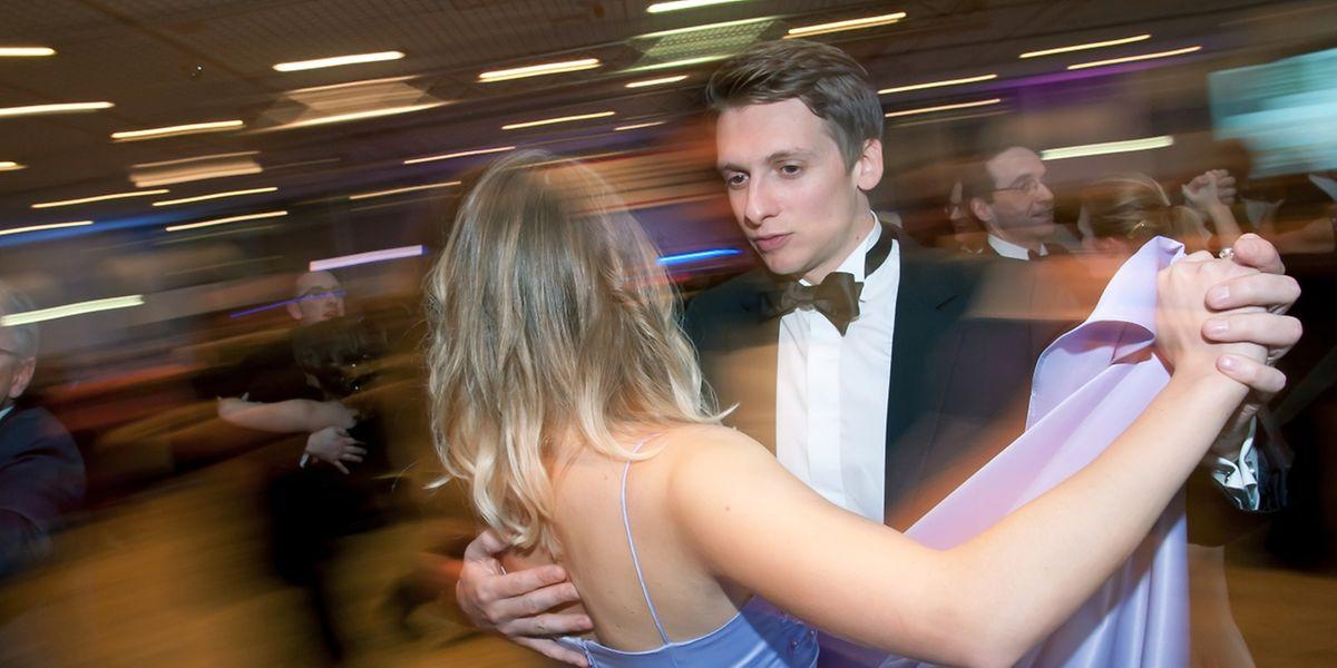 Von Cha Cha Cha bis Walzer: Tanzbegeisterte ließen sich den Premier Bal in Dommeldingen nicht entgehen.