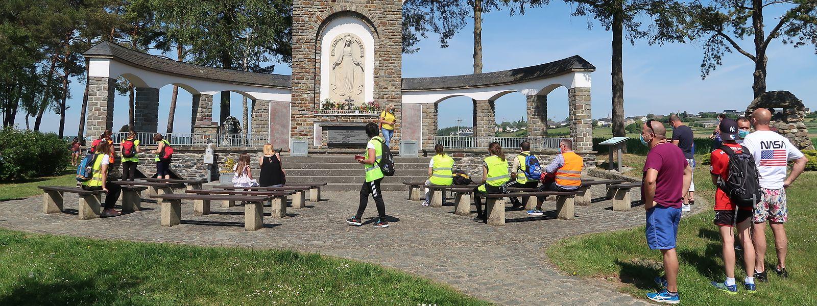Auch ohne offizielle Fatimaprozession fanden sich einige Gläubige vor dem Sanktuarium Op Baessent in Wiltz ein.