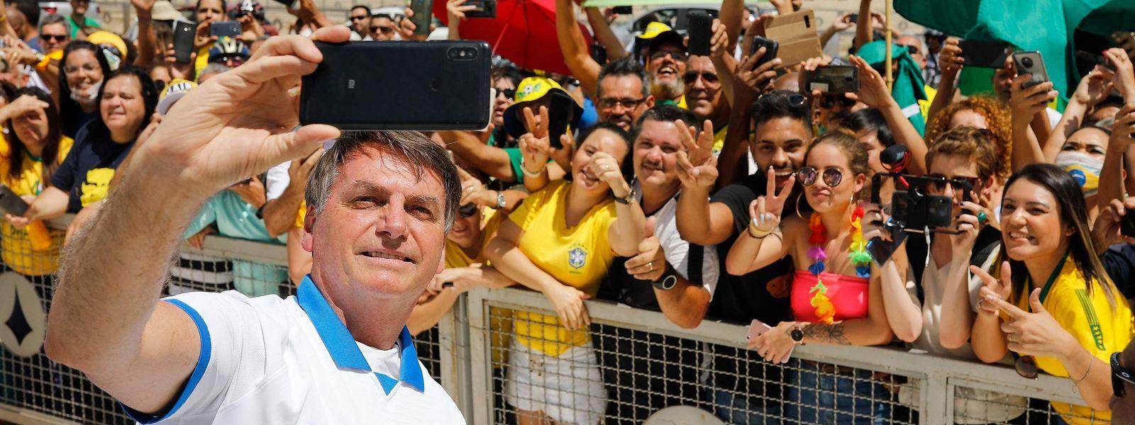 """Brasilianischer Präsident Bolsonaro spricht noch immer von """"Hysterie"""" im Zusammenhang mit dem Virus."""