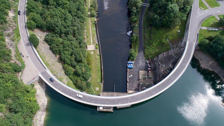 Sie sorgt für das größte Trinkwasserreservoir Luxemburgs: die Staumauer in Esch/Sauer.