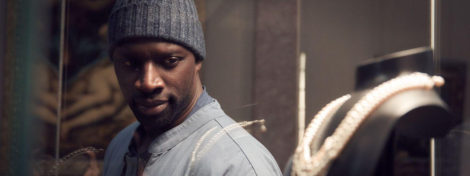 """Omar Sy – hier als Assane Diop in der Netflix-Serie """"Lupin"""" – ist auch in Hollywood gefragt. Er stand im vergangenen Jahr unter anderem für """"Dominion"""", den dritten Teil der """"Jurassic World""""-Reihe, vor der Kamera."""