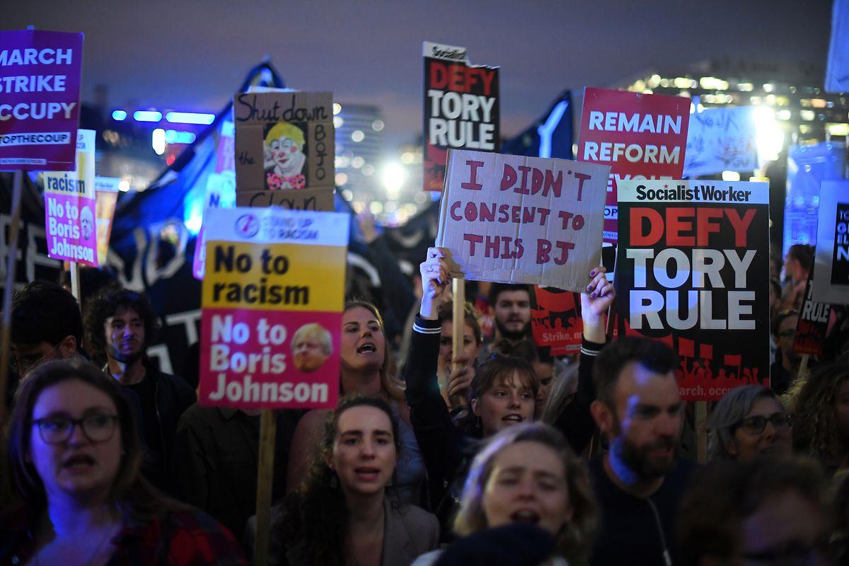 Demonstranten am Dienstagabend in Westminster.