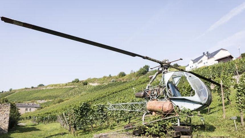 Vor vielen Jahren wurde er zur Schädlingsbekämpfung eingesetzt, heute drehen sich die Rotorblätter des Hubschraubers nicht mehr.
