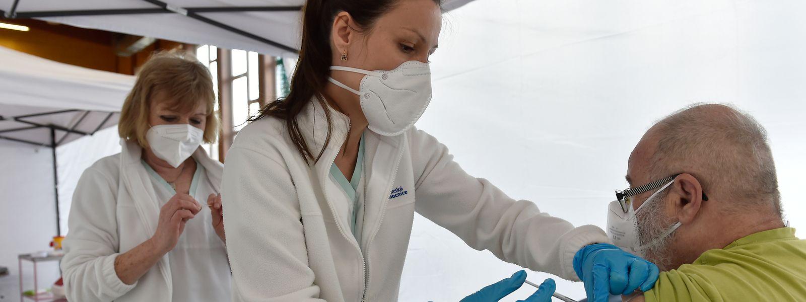 Avec le mois d'avril, a débuté la phase 4 de la campagne de vaccination au Luxembourg. C'est maintenant au tour des 65-69 ans d'être invités à recevoir les injections anti-covid.