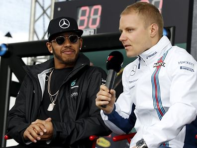 FILE PHOTO - Formula One -  Australia Grand Prix - Melbourne, Australia - 19/03/16 - Mercedes F1 driver Lewis Hamilton (L) watches as Williams F1 driver Valtteri Bottas speaks to fans at the Australian Formula One Grand Prix in Melbourne.   REUTERS/Brandon Malone/File Photo