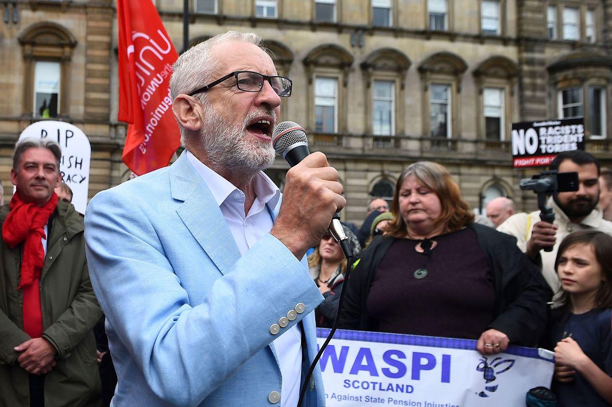 """""""Alle müssen zusammenstehen, um einen Ausstieg Großbritanniens aus der EU ohne Austrittsabkommen zu verhindern"""", sagte Corbyn am Samstag im schottischen Glasgow."""