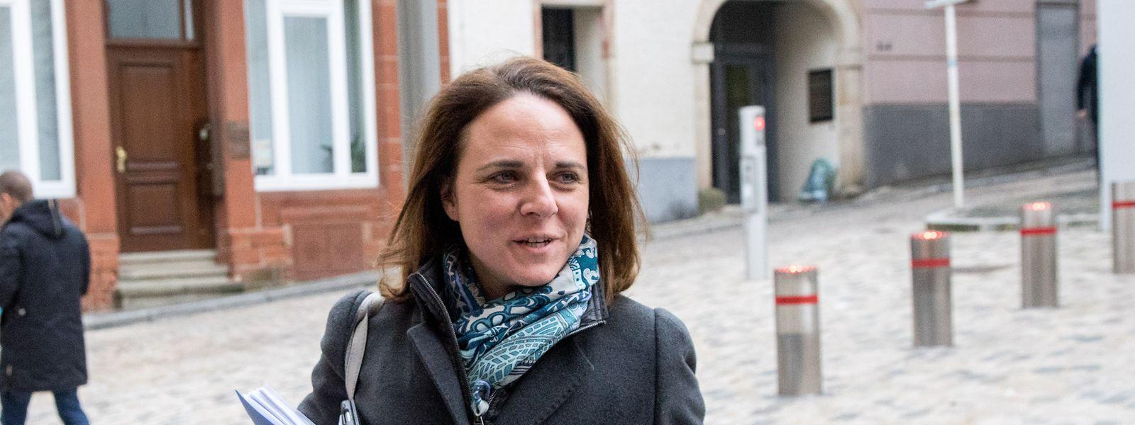 Familienministerin Corinne Cahen reagiert per Facebook auf den Vorwurf der Interessenvermischung.