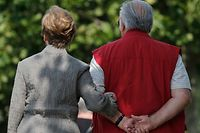 A retired couple take a stroll in Enghien-les-Bains, north of Paris, August 26, 2013. France's government, which has been meeting with labour union heads about retirement issues, neared a deal with trade unions on Monday to overhaul the pension system via a slight lengthening of working lives, union chiefs said, as Europe's number two economy sought to bring a spiralling deficit under control. REUTERS/Christian Hartmann (FRANCE - Tags: POLITICS BUSINESS EMPLOYMENT SOCIETY)