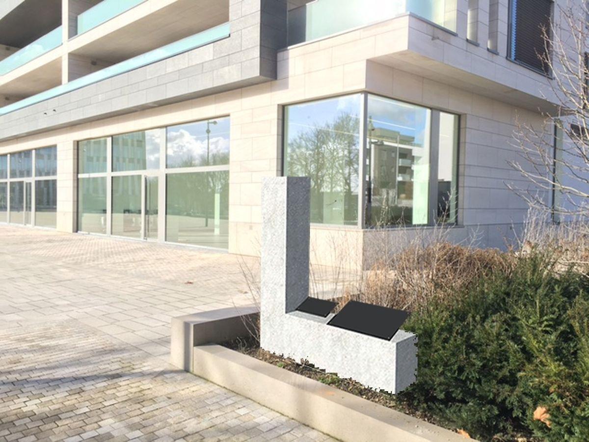 """O novo pedestal do busto de Camões é uma concepção do arquitecto Jean-Paul Carvalho. A estrutura vai ter a forma de """"L"""" e não vai ficar como mostra esta maquete, mas perpendicular ao Instituto Camões, por forma a olhar a praça e os visitantes do centro cultural."""
