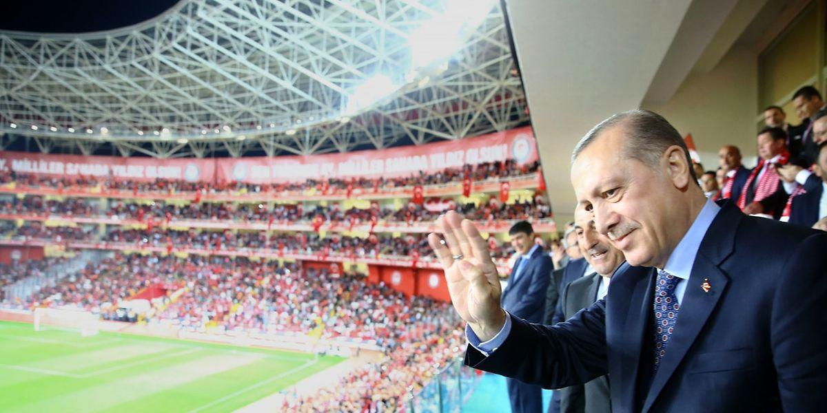 Staatspräsident Erdogan beim Fussballspiel Türkei gegen Finland am Samstagabend.