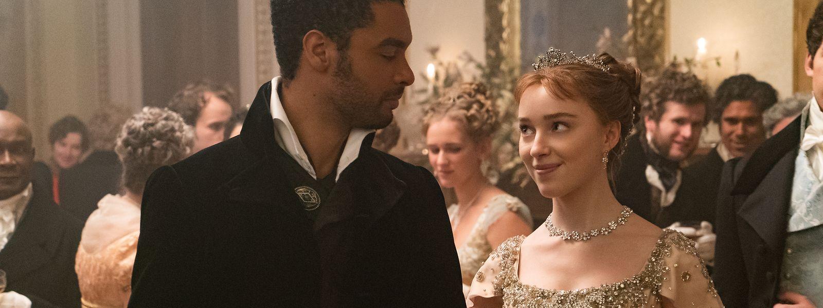 Werden der Duke of Hastings (l., Regé-Jean Page) und die Debütantin Daphne Bridgerton (Phoebe Dynevor) ein Paar? Der Duke gilt eigentlich als eiserner Junggeselle.