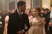 Werden der Duke of Hastings (l., Regé-Jean Page) und die Debütantin Daphne Bridgerton (Phoebe Dynevor) ein Paar? Der Duke gilt eigentlich als eiserner Junggeselle