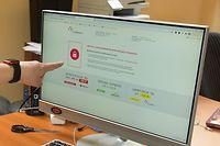 """08.04.2021, Russland, Moskau: Der IT-Experte Stanislaw Schakirow ist technischer Direktor der unabhängigen russischen Organisation Roskomswoboda, die zunehmende Einschränkungen für die Meinungsfreiheit kritisiert und sich für einen freies Internet im flächenmäßig größten Land einsetzt. Er sitzt in einem Büro der Organisation in der russischen Hauptstadt. (zu dpa """"Blockaden und Strafen: Russlands Kampf gegen das freie Internet"""") Foto: Ulf Mauder/dpa +++ dpa-Bildfunk +++"""
