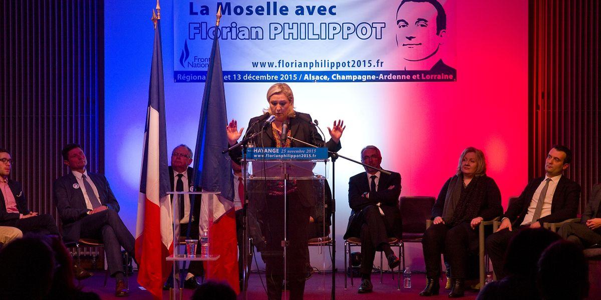"""Marine Le Pen à Hayange: """"Sauver la France""""."""